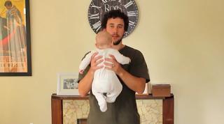 Wie man ein Baby hält und so