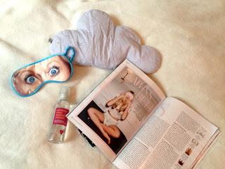 """Instyle- Artikel """"Ab ins Bett"""", Schlafbrille, Kissen, Duft. Alles zum Thema """"Besser schlafen"""""""