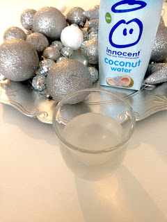 Innocent Coconut Water mit Glas