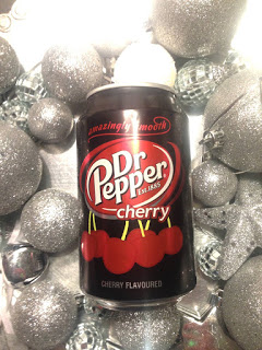 Eine Dose Dr. Pepper Cherry flavoured