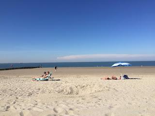 Blauer Himmel, Sandstrand und Meer. Was gibt es schöneres?