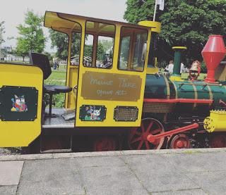 Wir fahren mit der Kleinbahn im Kölner Rheinpark