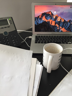 Auf der Arbeit gibt es erstmal einen Kaffee