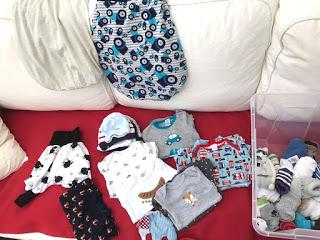 12 von 12: Endlich haben wir die kleinen Babysachen gewaschen und zusammen gelegt.