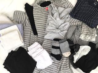 Kliniktasche: Kliniktasche/ Badetuch, Handtuch, Waschlappen, Unterhosen, Still- BHs, Morgenmantel, Top, Still- T-Shirt, Kleid, Socken, Leggings