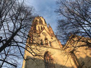 Agneskirche Köln im Sonnenschein