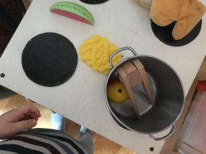 Kinderküche Pommes und Melone